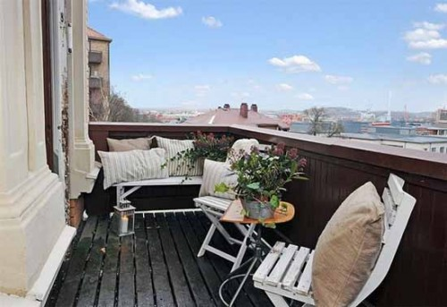 Some Balcony Furniture Ideas to Consider
