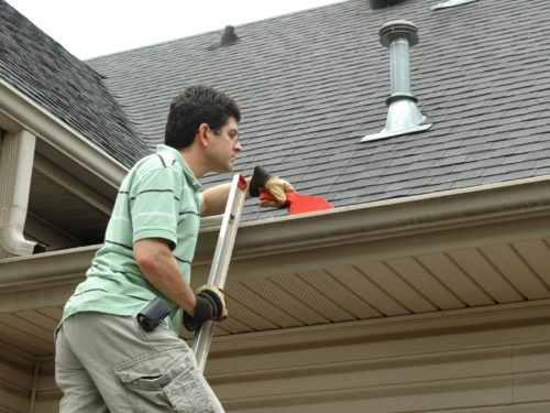 Simple Tips for Cleaning Outside of Gutters