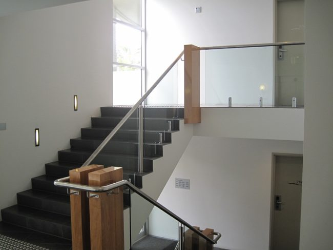what is a balustrade staircase